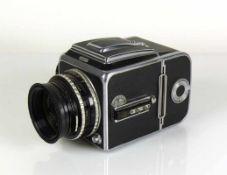 Hasselblad-Kamera Carl Zeiss-Objektiv Nr. 1204620; auf Gehäuse bezeichnet: 1000f; Funktion nicht