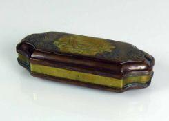 Holländische Tabatiere (17./18.Jh.) Kupfer/Messing; rechteckige Form mit eingezogenen Seiten;