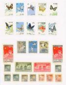 VOLKSREPUBLIK CHINA / CHINA, dabei Schmetterlingsseriefast 200 Werte auf Steckseiten, dabei