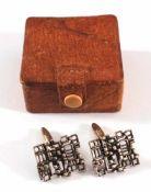 Paar Silber Manschettenknöpfepunziert 835, quadratisch, durchbrochen gearbeitet, ca. 2,5cm x 2,0 cm,
