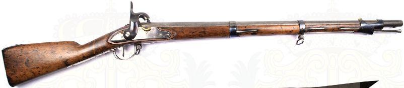 PERKUSSIONSBÜCHSE, überarbeitete Waffe m. erneuertem Schloß u. Bändern, glatter, geputzter Lauf, ca.