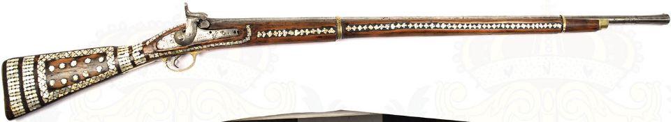 PERKUSSIONSGEWEHR, Arabien 19. Jh., Achtkantlauf, stark geputzt, ergänzte Kimme aus Kupfer,