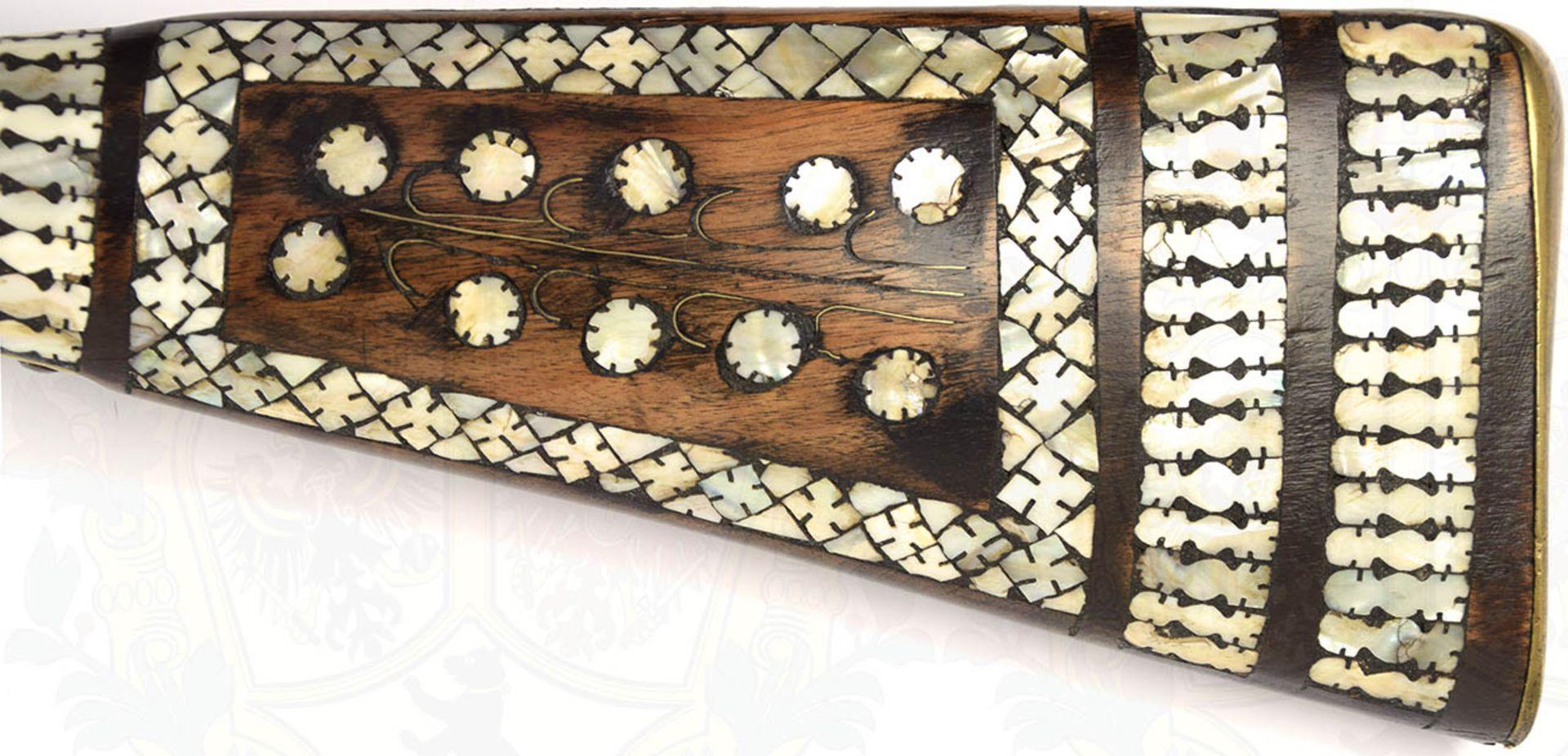 PERKUSSIONSGEWEHR, Arabien 19. Jh., Achtkantlauf, stark geputzt, ergänzte Kimme aus Kupfer, - Bild 5 aus 6