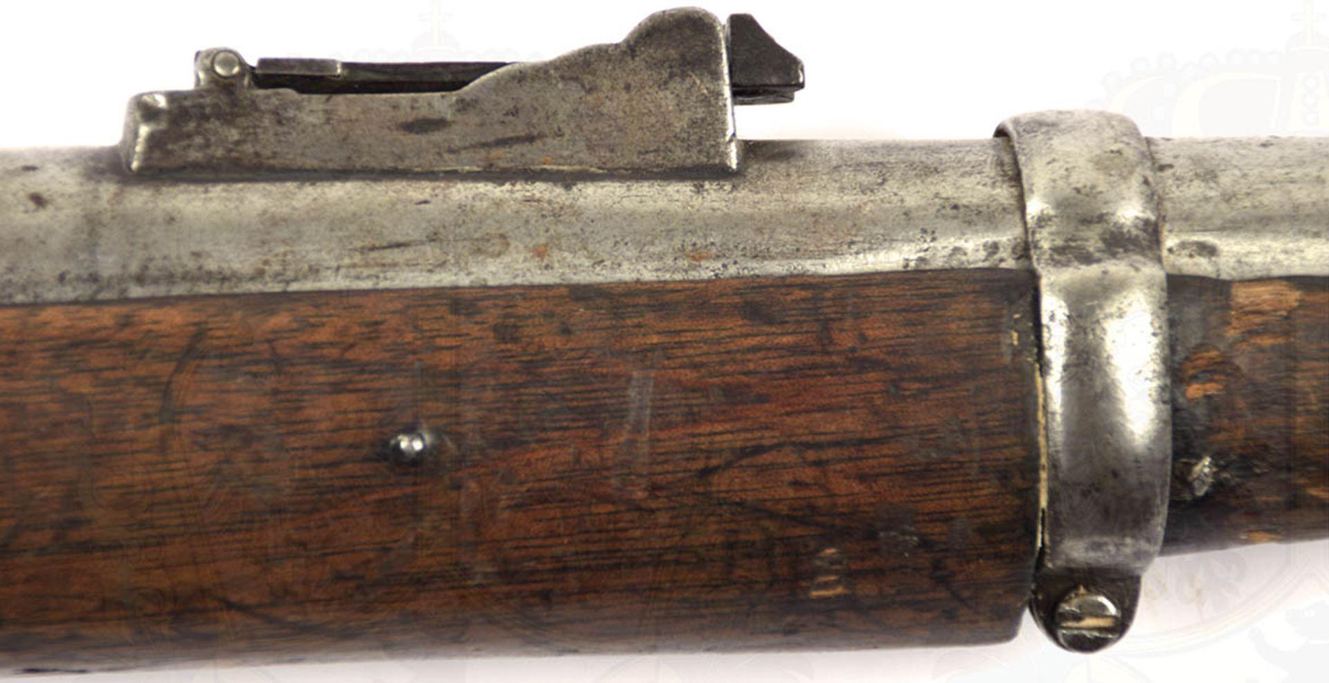 PERKUSSIONSGEWEHR, Enfield, England, um 1850, glatter Lauf, ca. Kal. 16 mm, m. Klappvisier, diese m. - Bild 3 aus 4