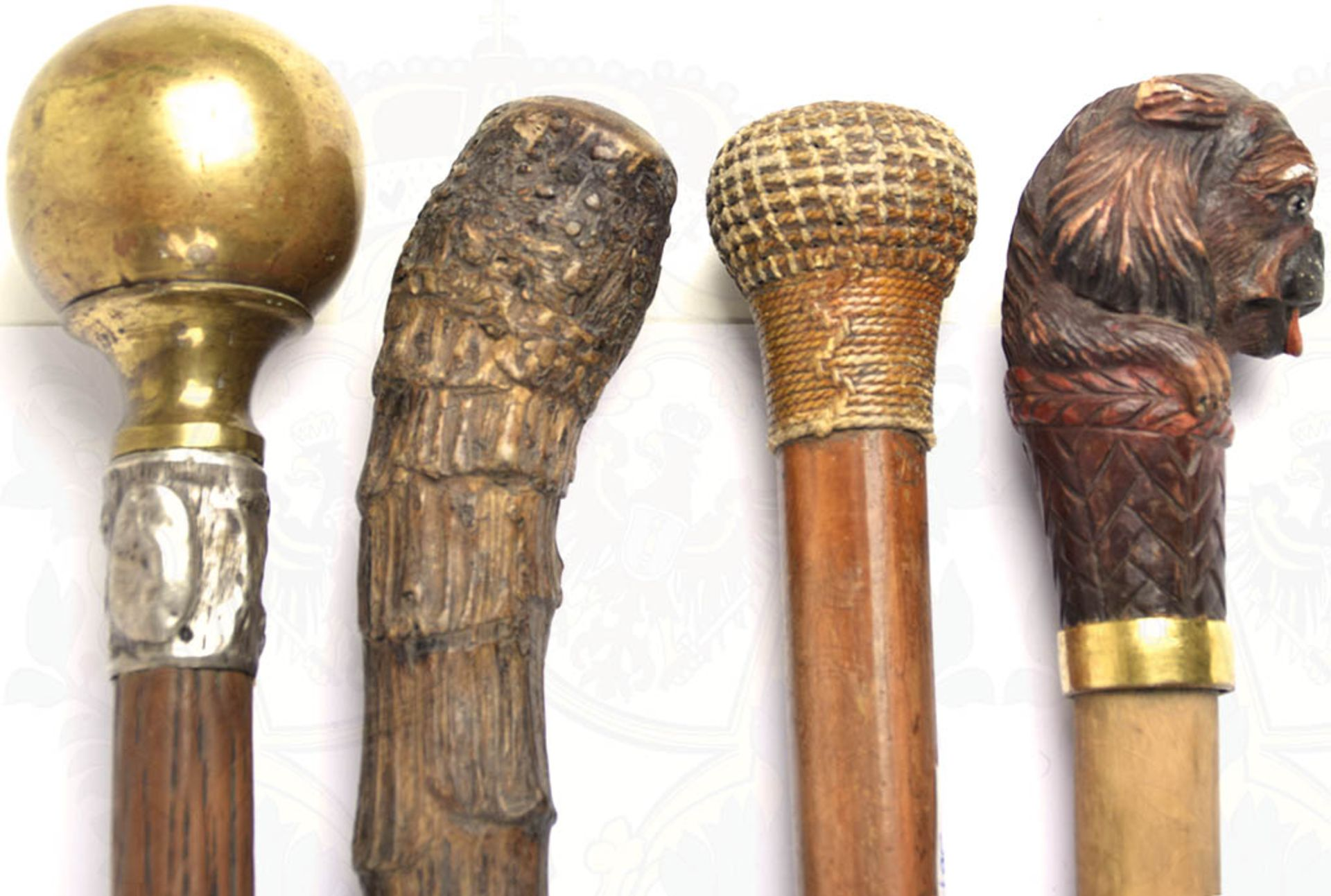 4 GEHSTÖCKE, versch. Holzsorten, L. 88-90 cm, 1 Kugelknauf, Messing, 2 plastisch gearbeitete Knäufe, - Bild 2 aus 2