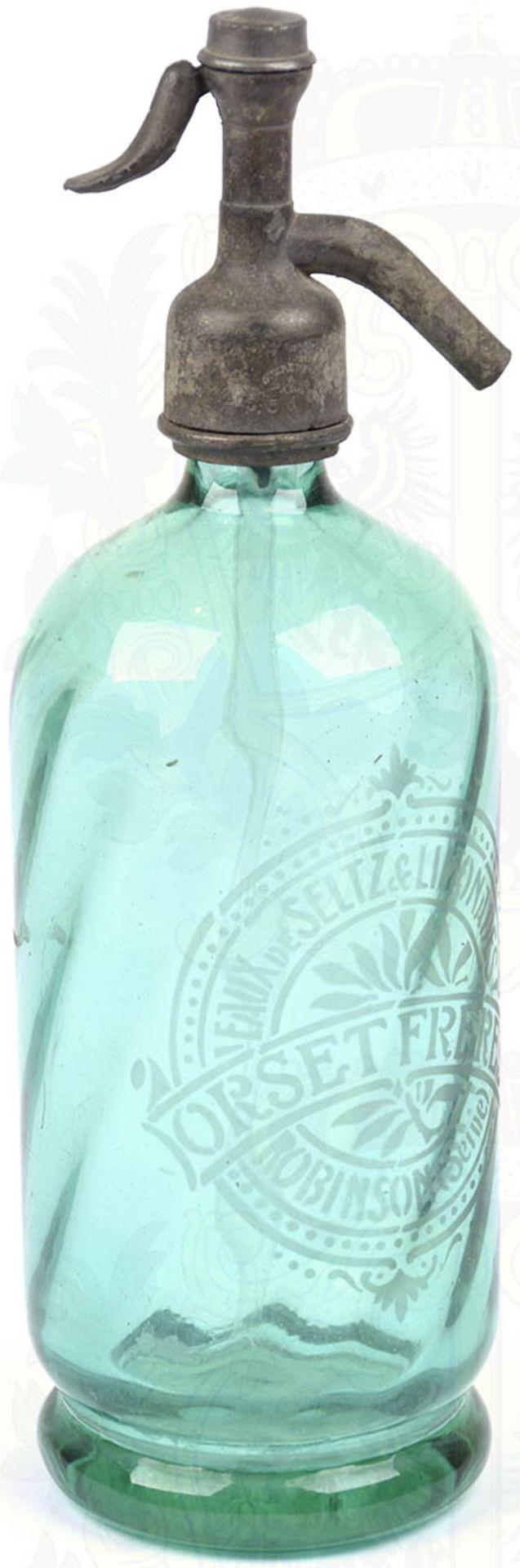 """SIPHONFLASCHE, Frankreich um 1900, grünes Glas m. metallenem Sprühkopf, vorders. Ätzgravur Fa. """""""