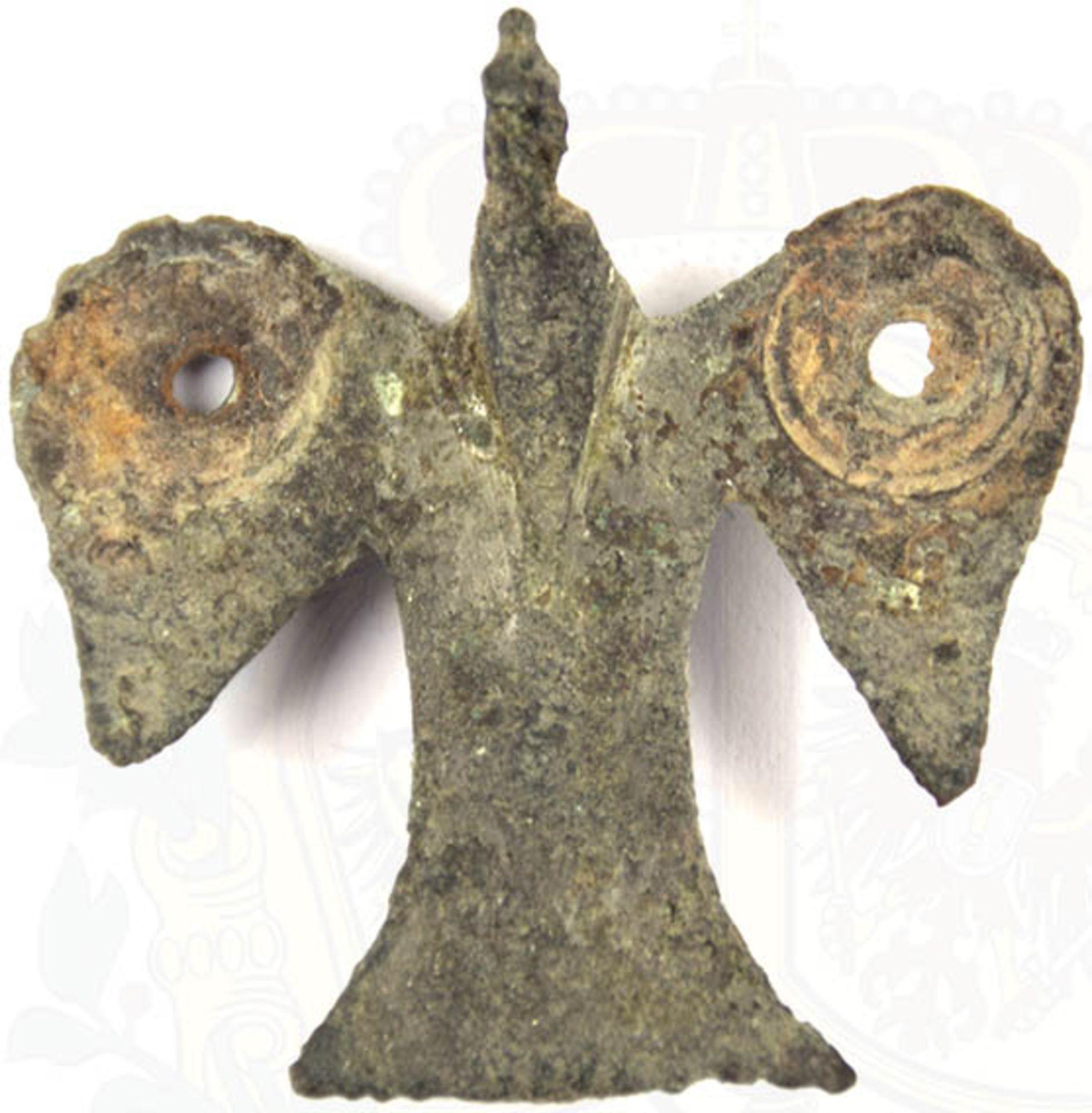 FIBEL IN VOGELFORM, Bronze, tls. korrodiert, Reste e. Verslb. vorhanden, 35x34 mm < 1078164F,