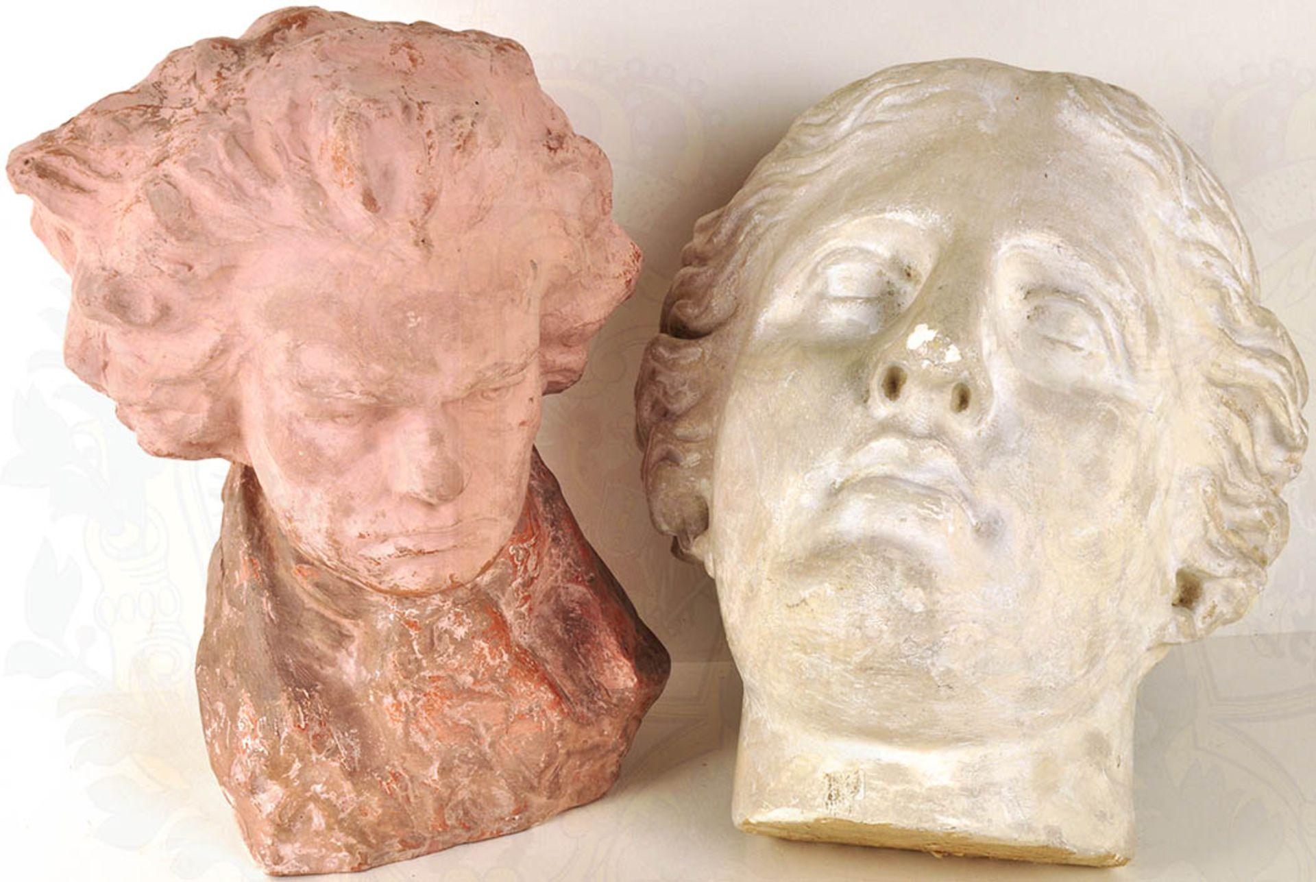 2 PORTRAITS: Tonbüste Ludwig van Beethoven, verm. Schülerarbeit; Maske Venus von Milo, Gips, mit