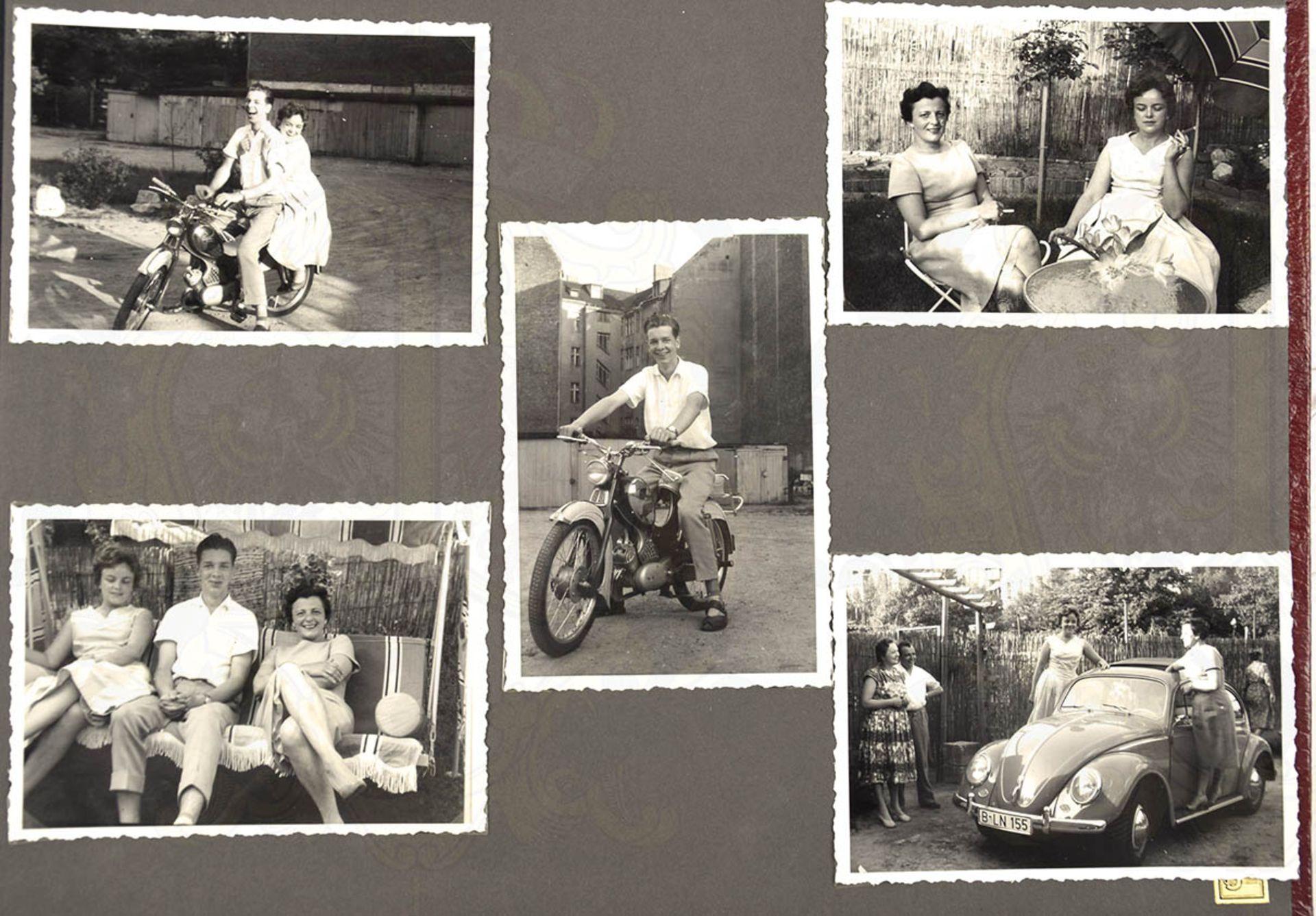 FOTOALBUM EINER WEST-BERLINER FAMILIE, ca. 200 Aufn., 30er-60er Jahre, meist nach 1945, dabei: - Bild 2 aus 4