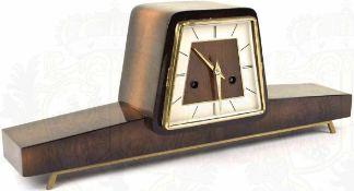 """KONVOLUT UHREN: 2 Kamin-Uhren, 1x Uhrwerk defekt, bei beiden fehlende Schlüssel; 1 Wanduhr, Marke """""""