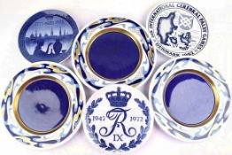 6 PORZELLANTELLER: 2 Wandteller Royal Copenhagen 200jähriges Jubiläum 1775-1975 u. Royal