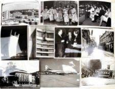 KONVOLUT FOTOS, Pressefotos, sow. Abzüge a. d. Landes-Bildstelle, über 200 St., Berlin (Ost u.