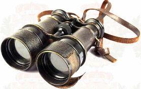 FERNGLAS, um 1900, ca. 6-fache Vergrößerung, Buntmetall, geschwärzt, klare Optik, Leder-