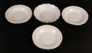 Vier Schälchen Hoechst - blaue Radmarke Hoechst, runde weiße Schälchen, goldgerandet, reliefiert, 1x