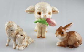 Konvolut Tierfiguren Goebel - naturalistisch bemalte Tierfiguren, 3-tlg.:1x Lamm mit Blume, 1x