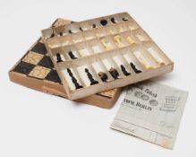 Satz Schachfiguren, Anfang 20.Jhdt. Elfenbein, gedrechselt und geschnitzt. Höhe des Königs 7,3cm. Im