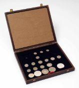 Großes Konvolut amerikanischer Münzen Unter anderem vier Silberdollarstücke.