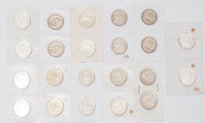 20 Fünf-Mark-Münzen Eingeschweißt, polierte Platte. Dazu zwei eingeschweißte Zehn-Mark-Münzen,