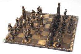 Schachspiel Bronze. Maximale Figurenhöhe 9,5cm.