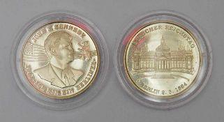 """Zwei Medaillen GG 18kt. Aus der Serie """"Berliner Geschichte"""". Ausgabe 161. Reichstag bzw. Portrait"""