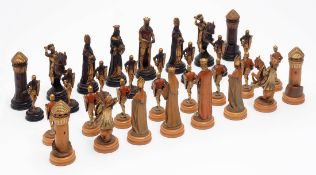 Schachspiel, alpenländisch Feine, naturalistische, vollrund geschnitzte Figuren aus Linden- oder