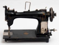 """Tisch-Nähmaschine """"Phoenix"""", 20er Jahre L.44cm."""