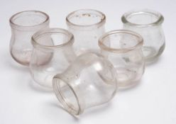 Sechs Schröpfköpfe, 19.Jhdt. Glas. H.6,5cm.