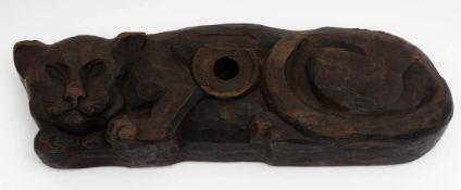 Fassriegel in Form eines Löwen Hartholz, geschnitzt. L.44cm.