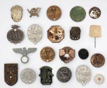 21 div. Abzeichen, größtenteils 3. Reich Unterschiedliche Motive und Größen. Die Besichtigung wird