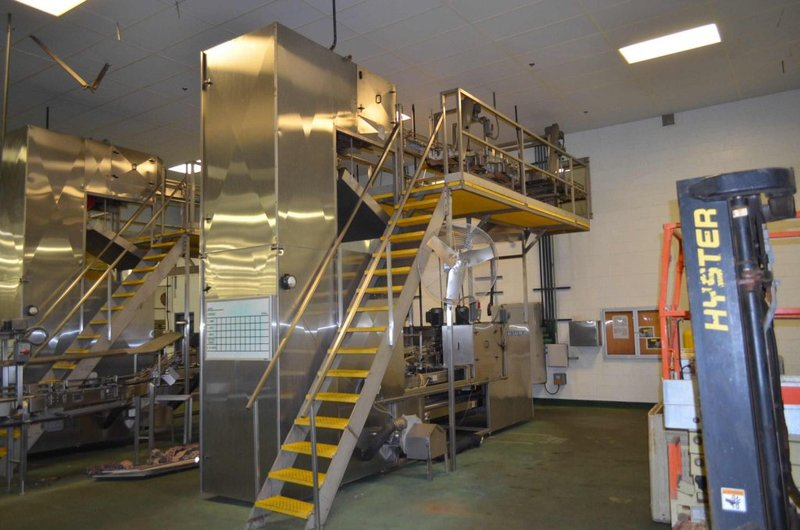 Lot 30 - I&H Bottle Air Lowerator Cleaner Complete with Nercon 5-Lane Table Infeed