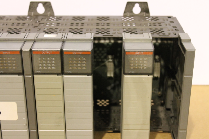 Lot 16 - ALLEN-BRADLEY SLC 500 RACK W/ VARIOUS CARDS (SEE PICTURES)