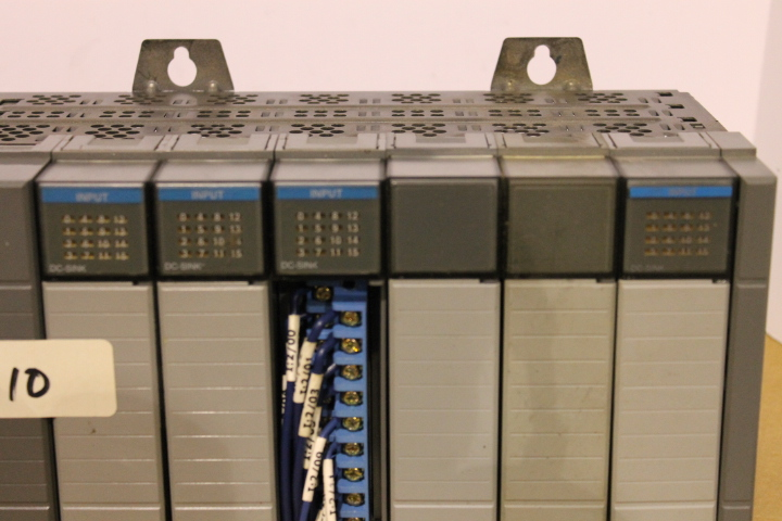 Lot 10 - ALLEN-BRADLEY SLC 500 RACK W/ VARIOUS CARDS (SEE PICTURES)