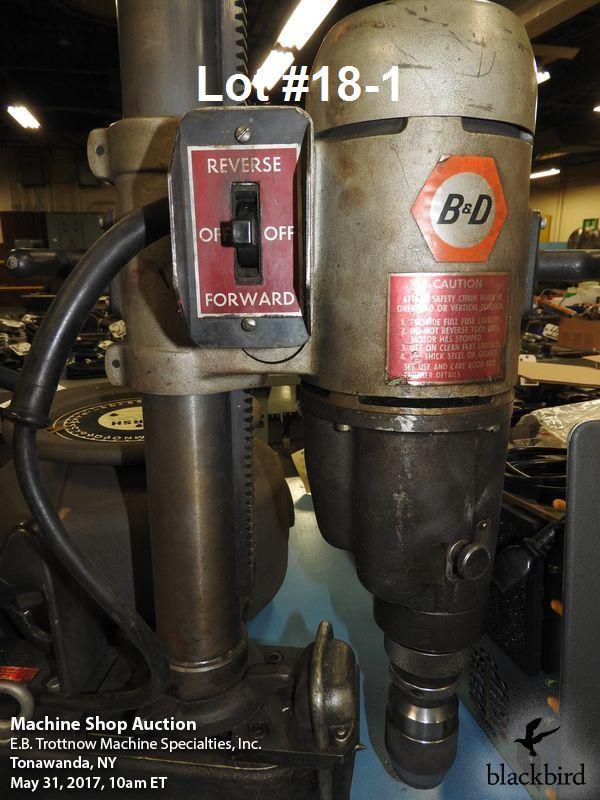 """Lot 18 - Black & Decker #1554 two speed 1 1/4"""" heavy duty magnet"""