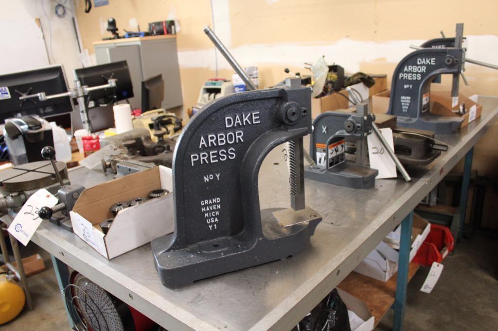 Lot 21 - Dake Arbor Press No.Y