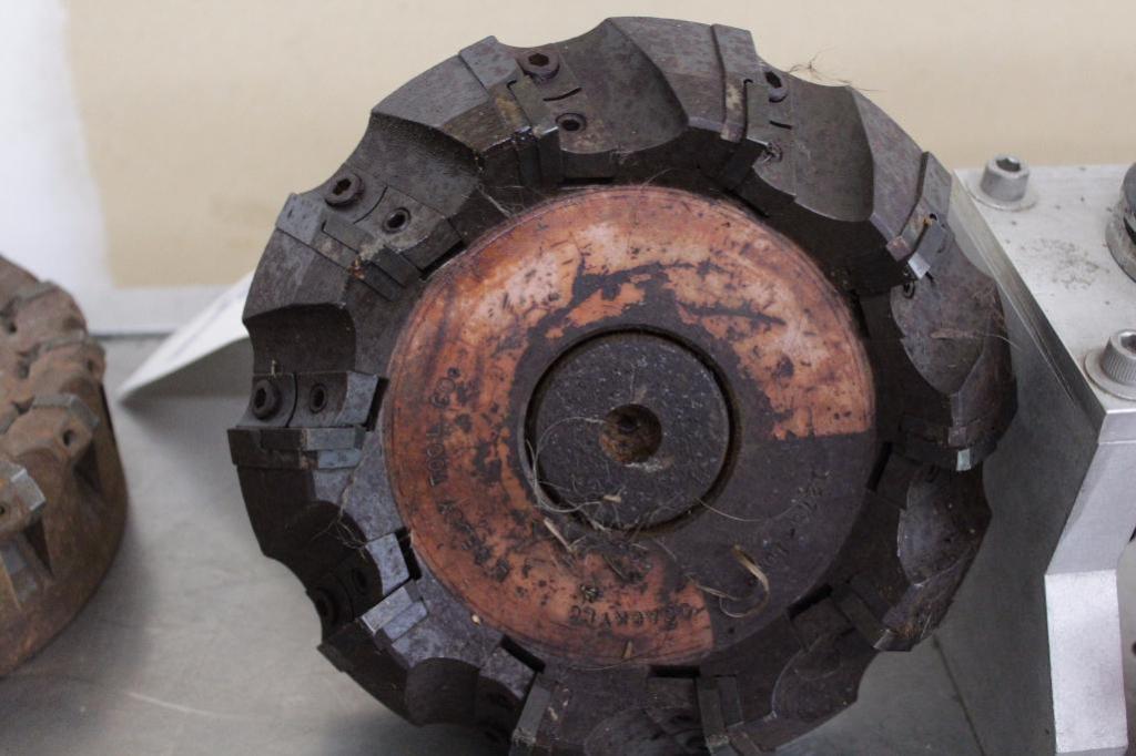 "Lot 8 - 6"" - 7"" carbide insert face mill cutters"
