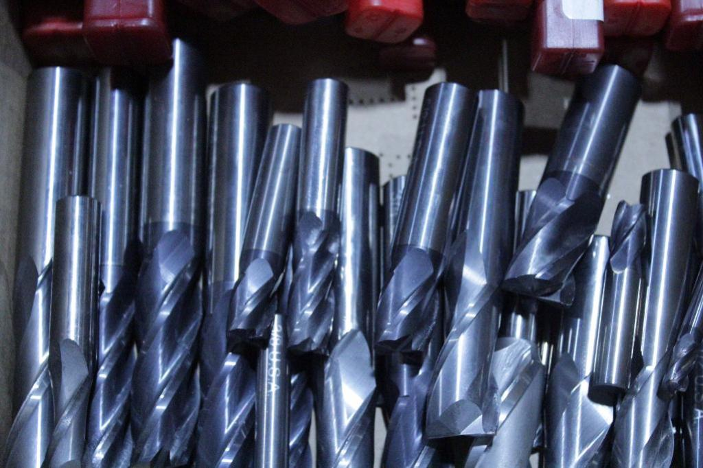 Lot 13 - Carbide end mills