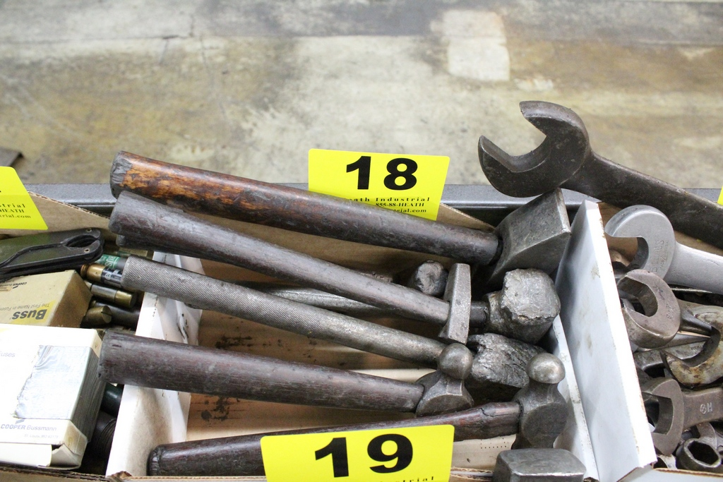 Lot 18 - ASSORTED HAMMERS IN BOX