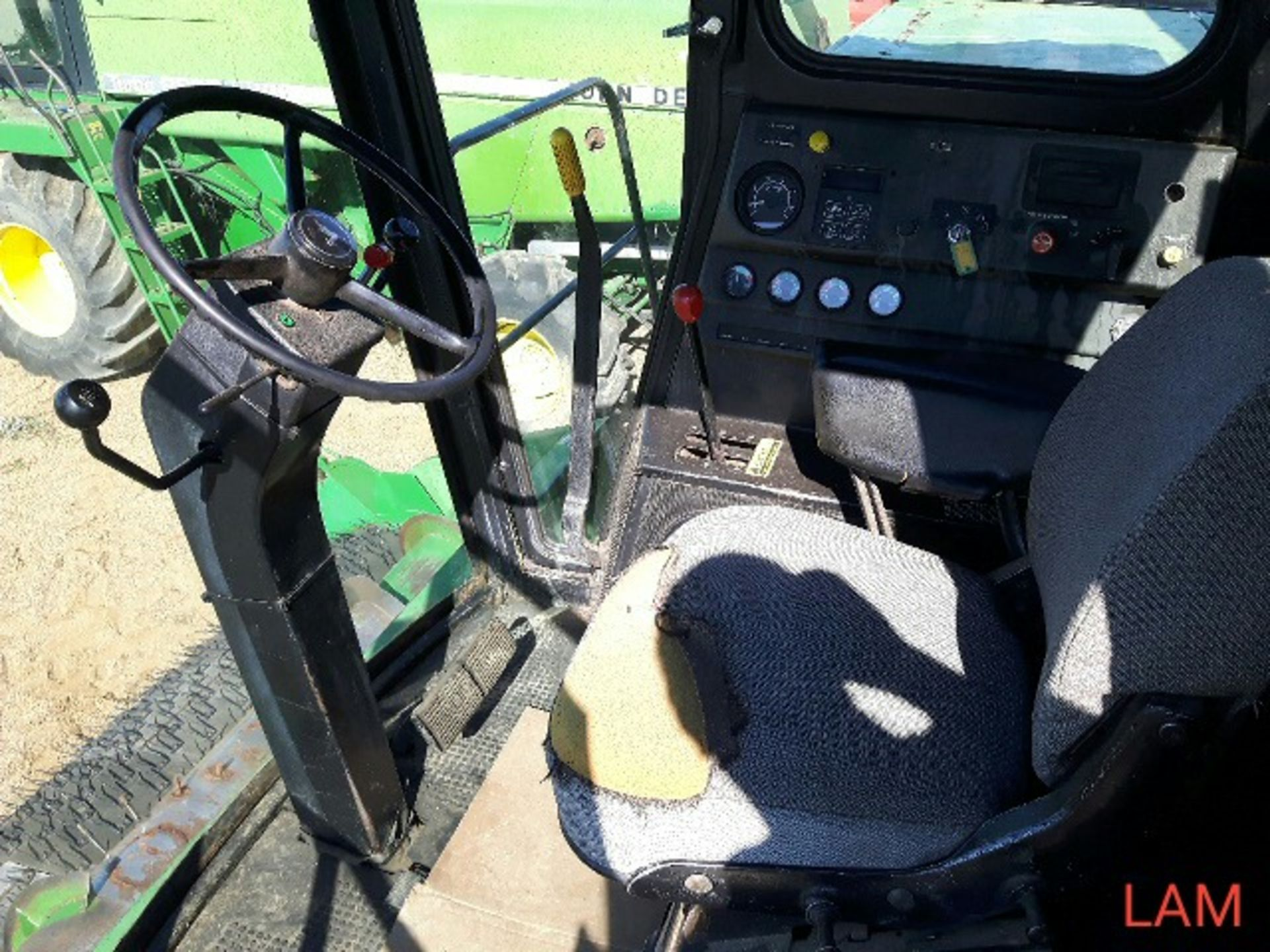 8820 JD Combine Hydrostatic Drive, 3315hrs, c/w New Headliner and padding, to arrive beginning of - Image 11 of 14