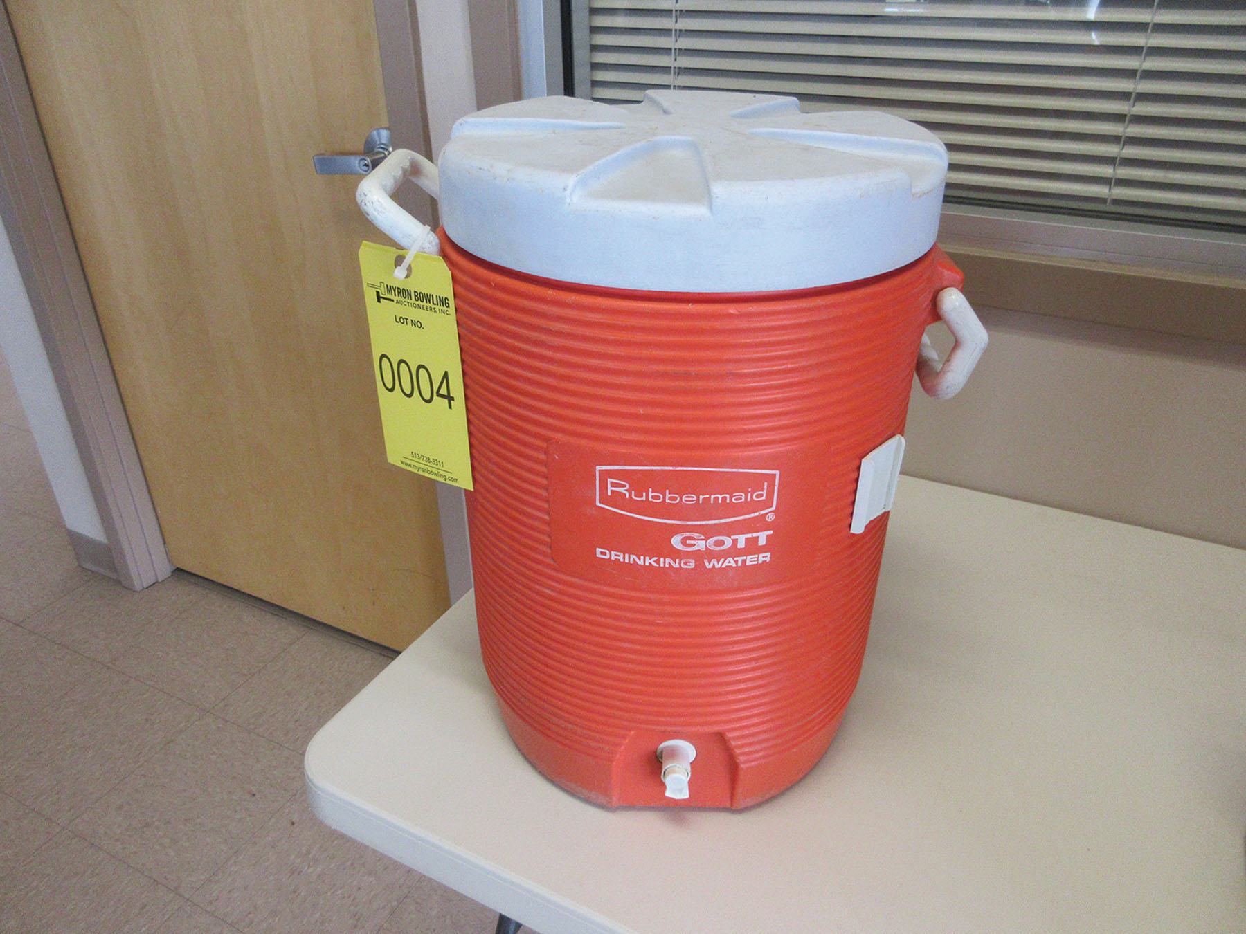 Lot 4 - RUBBERMAID 5-GALLON WATER COOLER