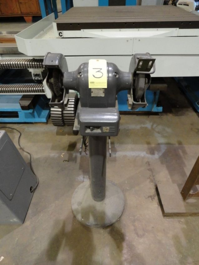 Lot 3 - PEDESTAL GRINDER, BLACK & DECKER, 3/4 HP motor
