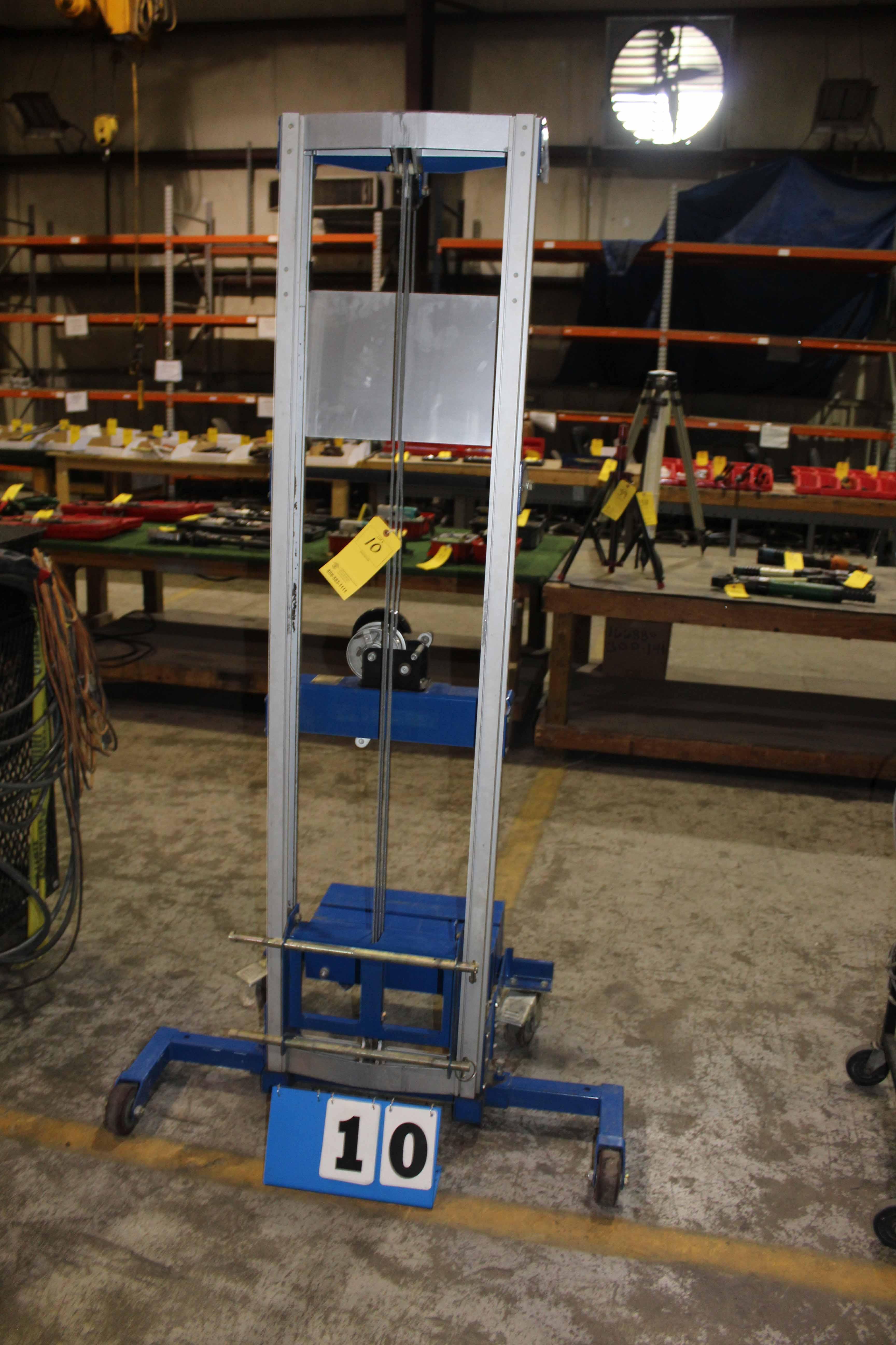 Lot 10 - PORTABLE GENIE LIFT, 350 lb. cap., crank type