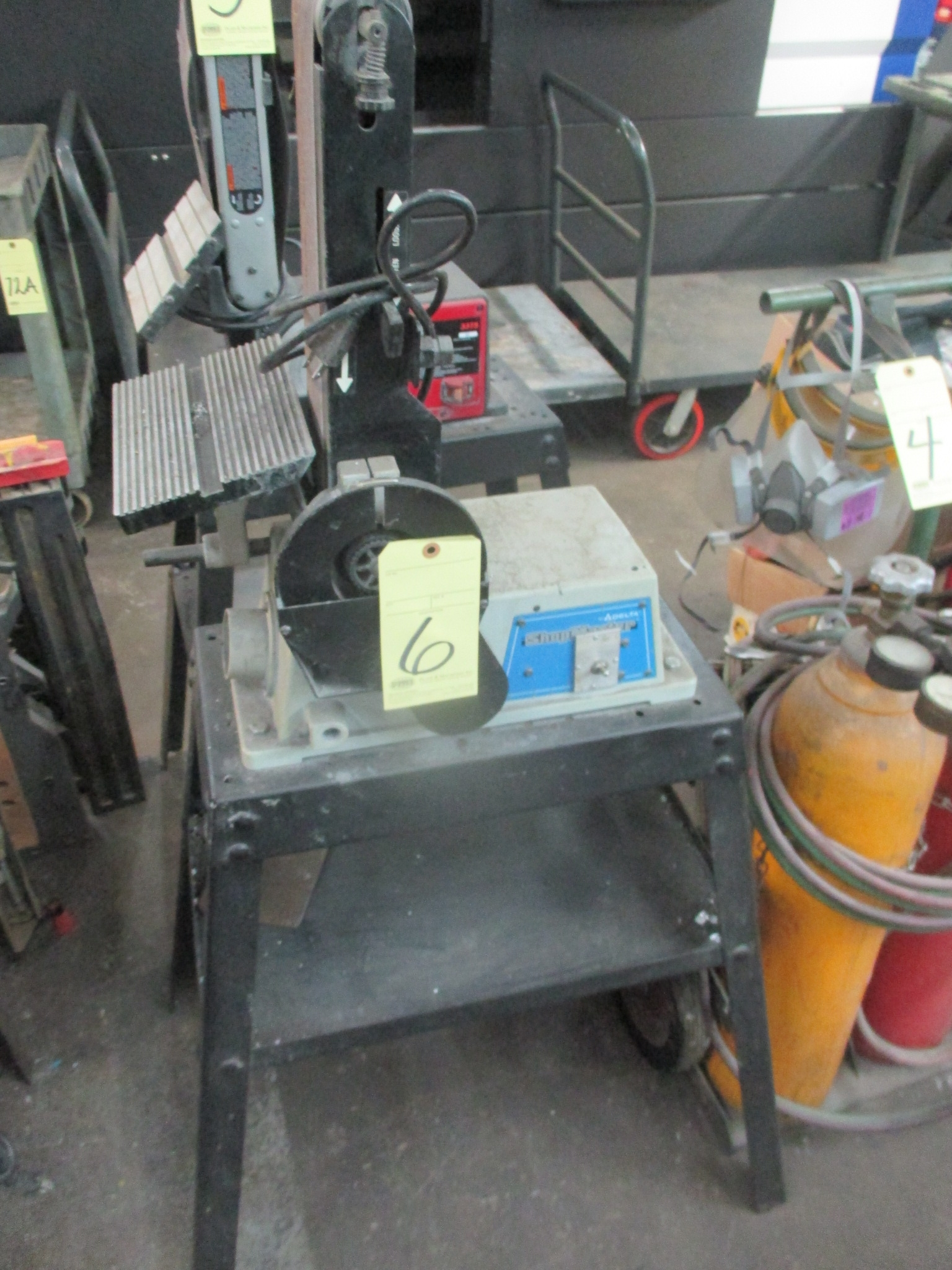 "Lot 6 - COMBINATION BELT/DISC SANDER, DELTA SHOPMASTER, 6"" disc, 4"" belt"