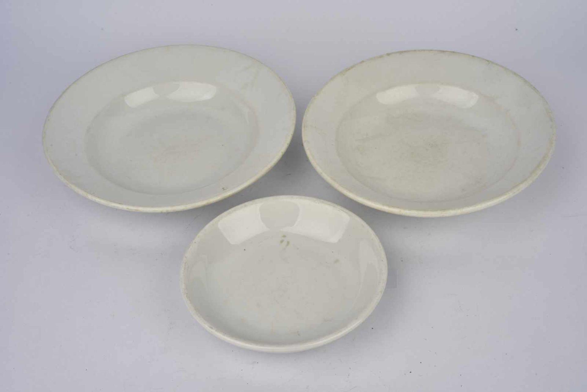 Ensemble de vaisselle allemande comprenant une assiette à soupe de la Kriegsmarine, fabrication « - Bild 2 aus 4
