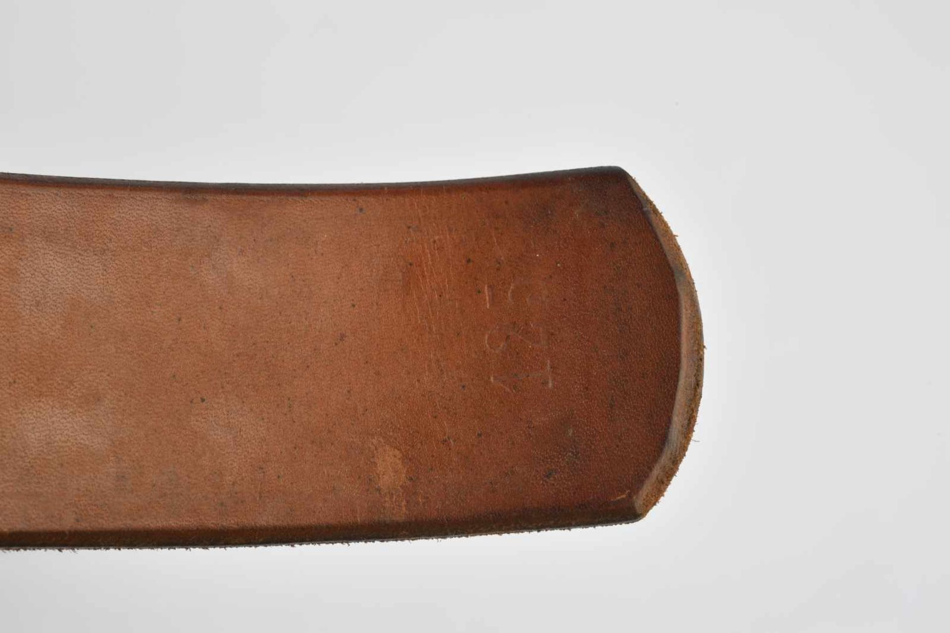 Ensemble de ceinturons en cuir comprenant un ceinturon en cuir sans marquage ni indication de - Bild 2 aus 3