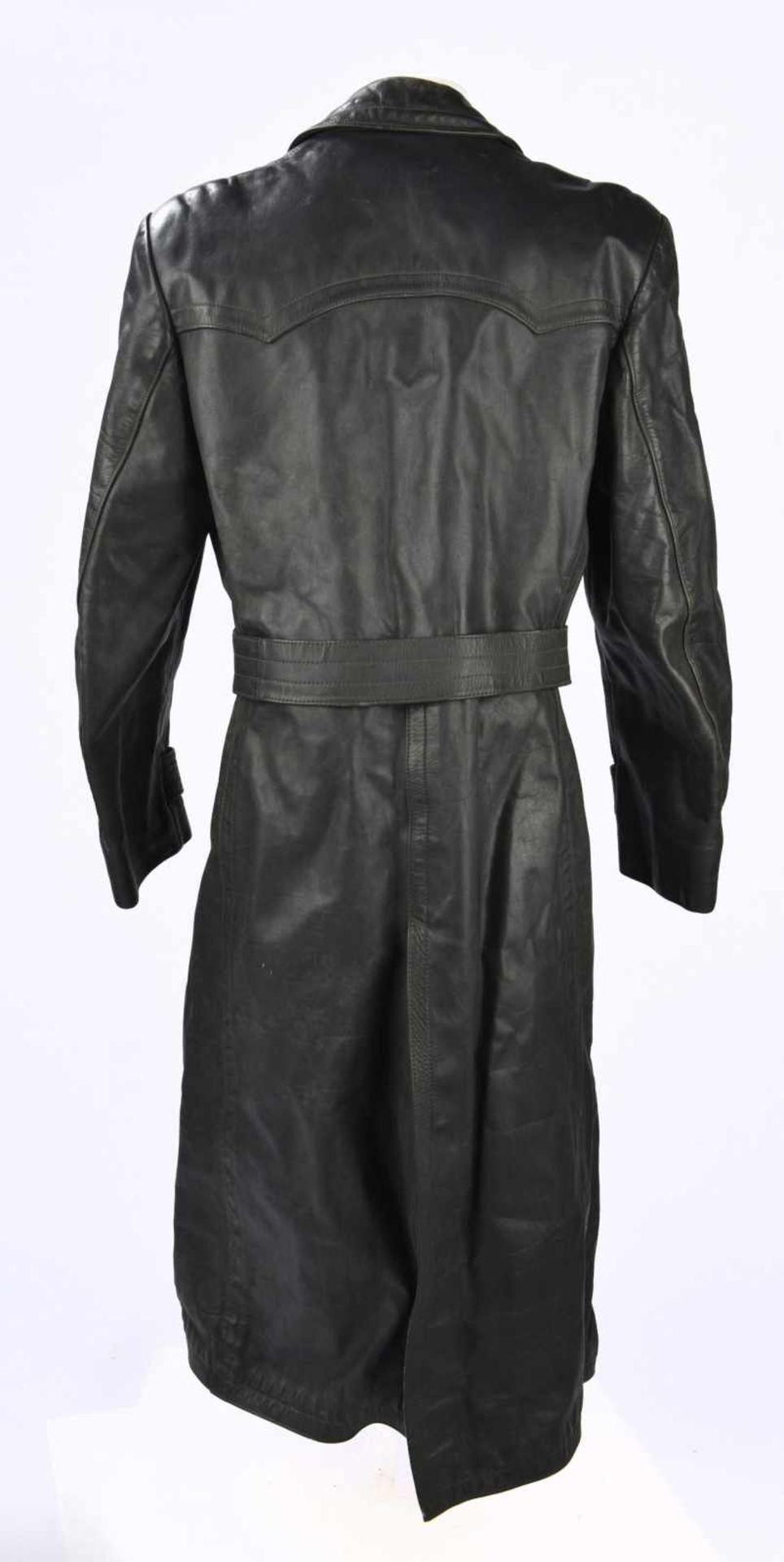 Manteau d'officier en cuir en épais cuir noir, tous les boutons sont présents, ainsi que la ceinture - Bild 4 aus 4