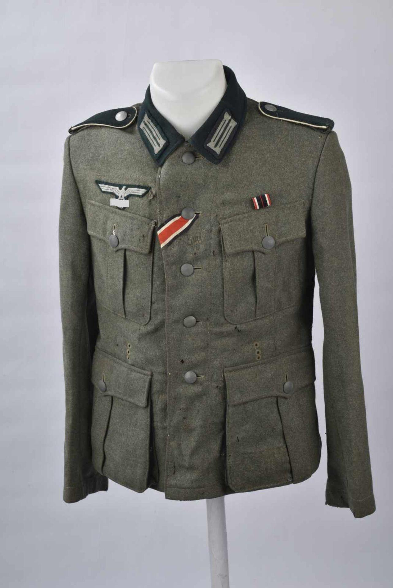 Vareuse troupe d'infanterie allemande. En drap de laine Feldgrau, tous les boutons sont présents.