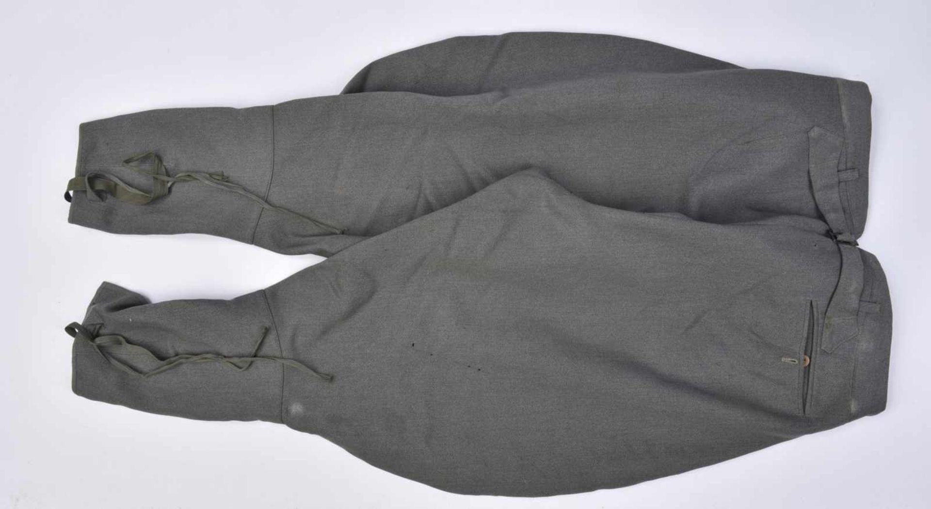 Pantalon culotte de cheval en gabardine grise, probablement une confection tailleur. Tous les - Bild 3 aus 3