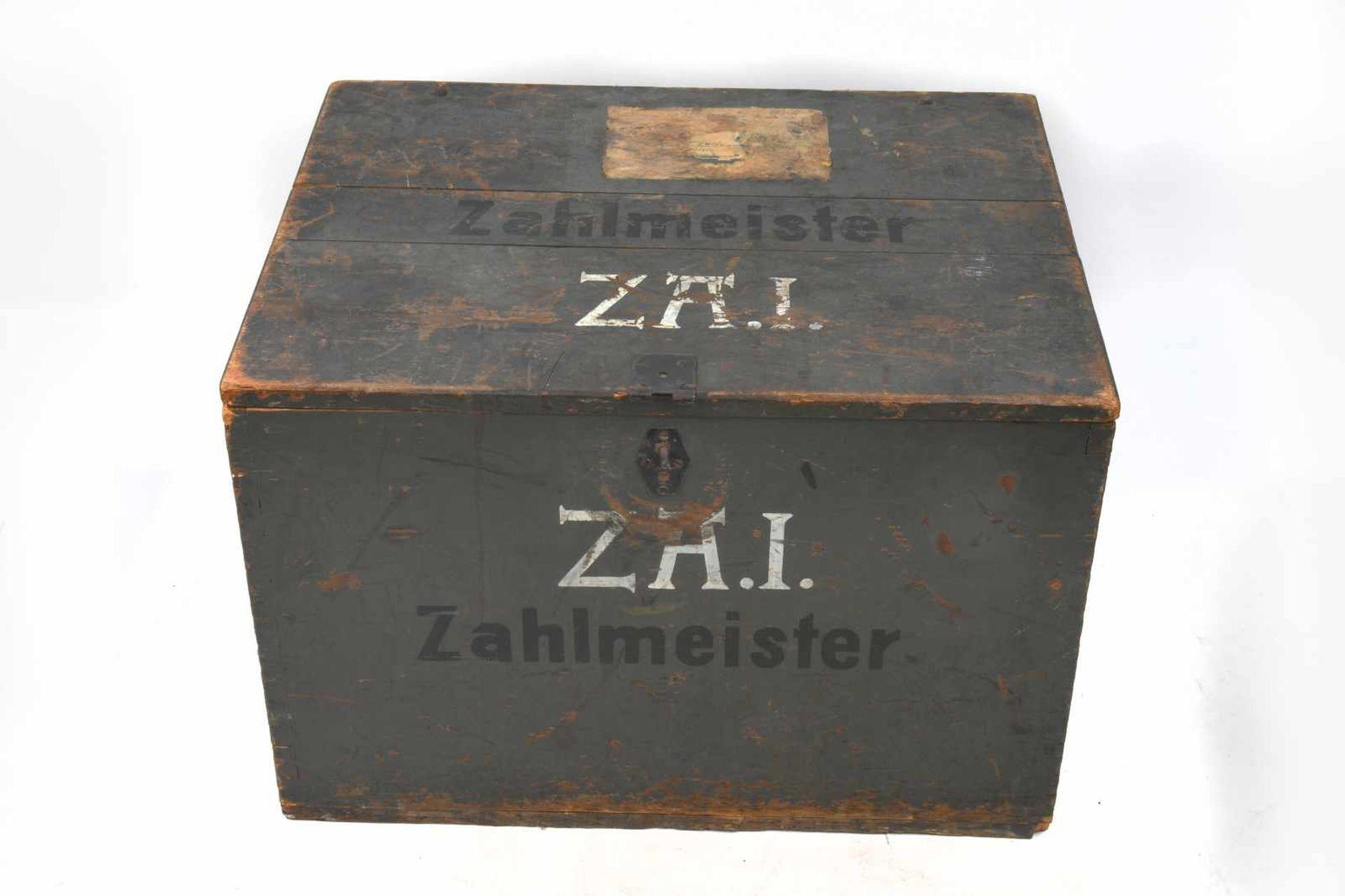 Caisse de trésorier allemand en bois vide, marquages au pochoir «Zahlmeister» et «Z.A.I».