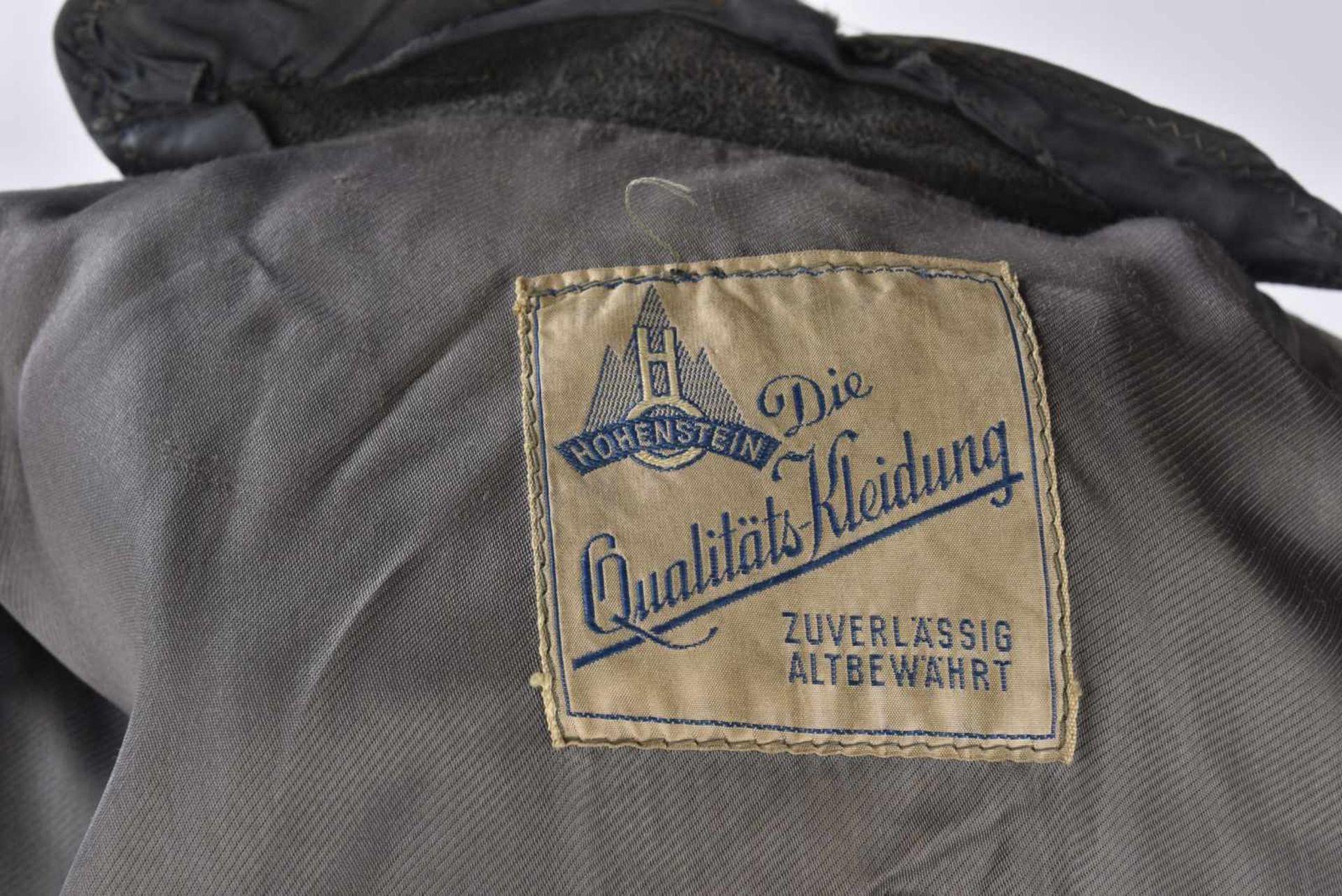 Manteau d'officier en cuir en épais cuir noir, tous les boutons sont présents, ainsi que la ceinture - Bild 2 aus 4