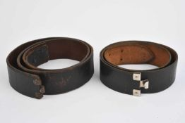 Ensemble de ceinturons en cuir comprenant un ceinturon en cuir sans marquage ni indication de